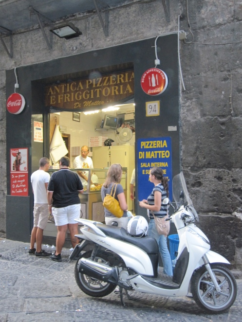 Pizzeria di Matteo, via dei Tribunali, Naples